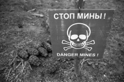 Minefield and hand grenades, Askeran, Nagorno Karabakh © Onnik  Krikorian  , Oneworld Multimedia.